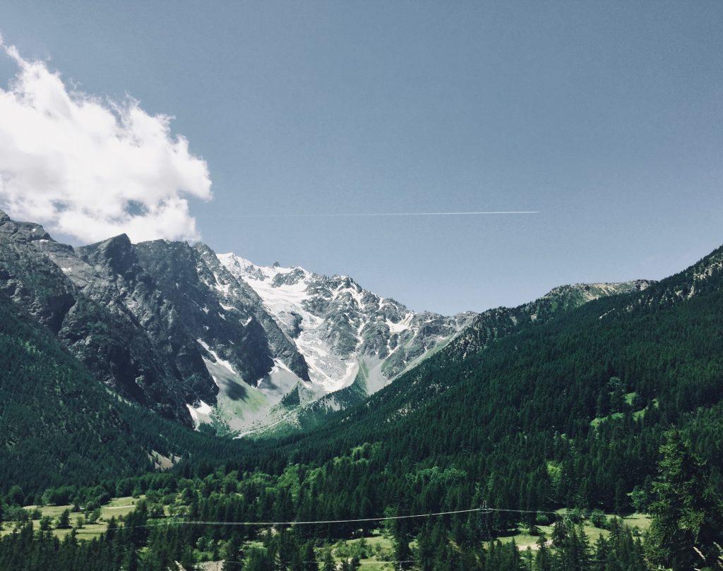 vue sur montagnes enneigées